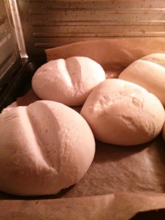 Bułki w czasie pieczenia